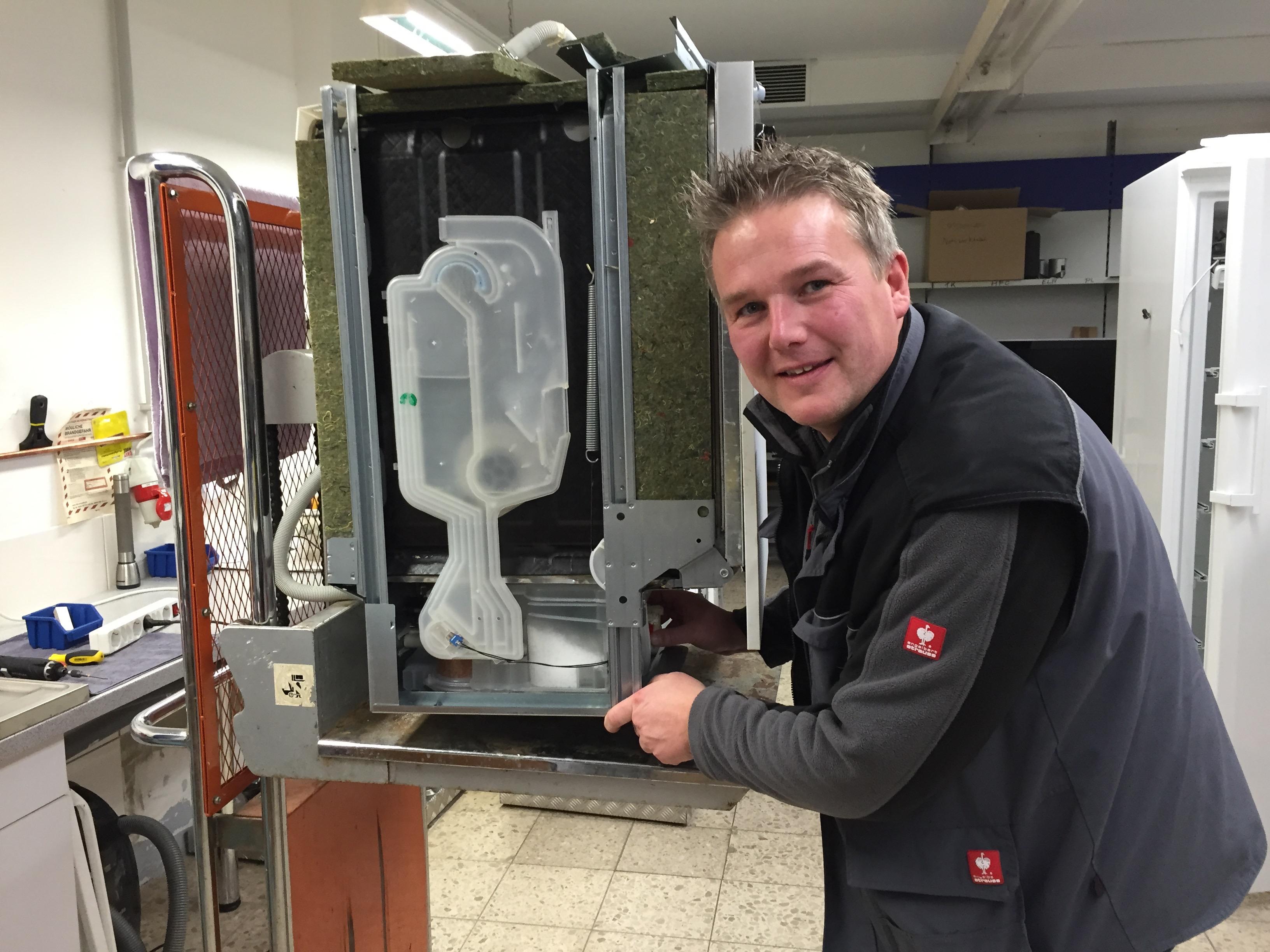 Favorit Service-Center Wunstorf Baudach Service Waschmaschinenreparatur UC32